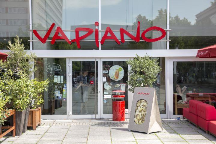 vapiano steigert konzernumsatz und erl s k mpft aber noch. Black Bedroom Furniture Sets. Home Design Ideas