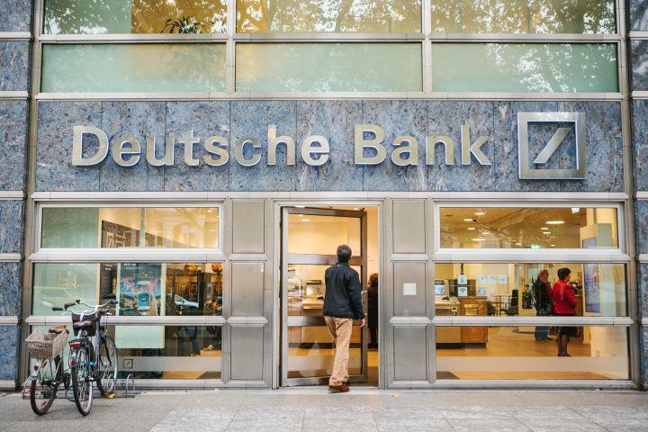 deutsche bank hofft auf 1 8 milliarden euro durch dws. Black Bedroom Furniture Sets. Home Design Ideas