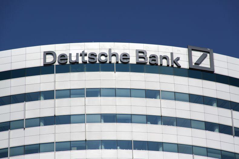 Es sieht schlecht aus für die Deutsche Bank: Der Aktienkurs fällt und fällt – und Analysten geben wenig Anlass zur Hoffnung auf Besserung.