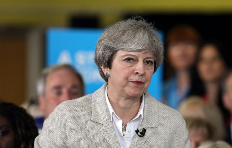 Premierministerin may will verhandlungen in br ssel mit for Mit 100 dingen leben