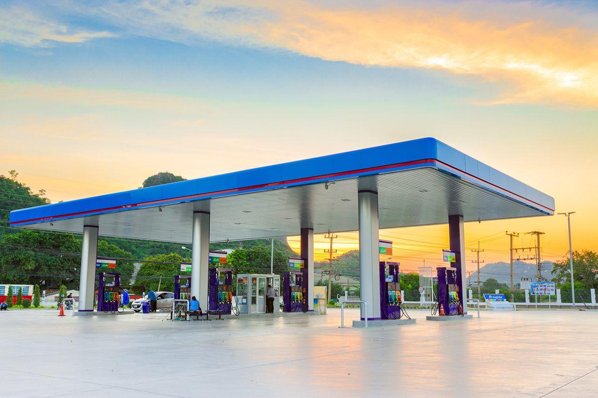 Kinder- kwadrozikl auf dem Benzin der Preis spb